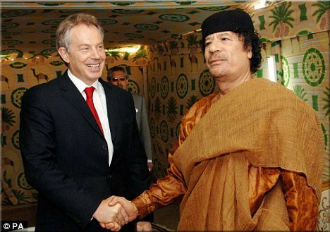 [IMG] Blair and Gaddafi shake hands.